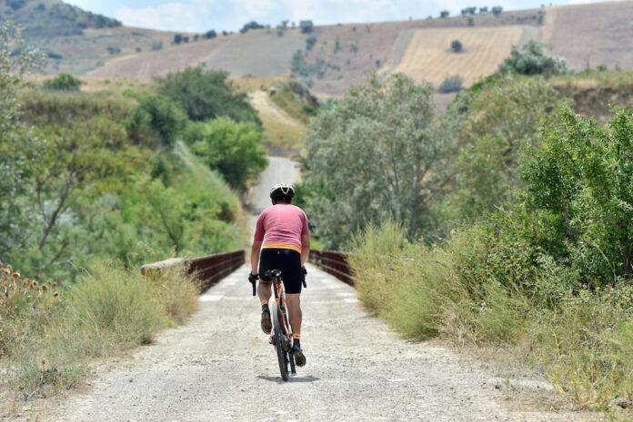 Il tracciato Gravel dell'Inferno Trail sfiora i 160 km